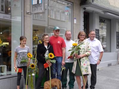 Die glücklichen Gewinner beim Sonnenblumen-Wettbewerb.